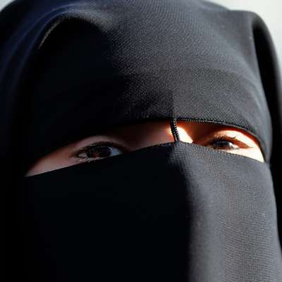 Женщину в никабе высадили из автобуса в Нидерландах за отказ открыть лицо