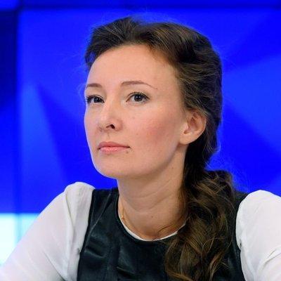 Омбудсмен: выплаты в 10 тысяч рублей должны получить дети в возрасте 16-17 лет