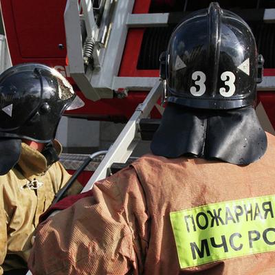 В Москве горит  склад с автомобилями