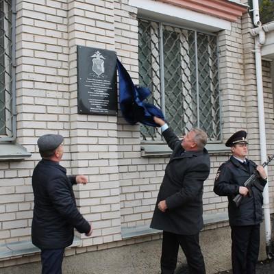 Депутат открыл под Вологдой памятную доску, посвященную самому себе