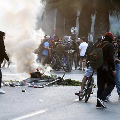 По меньшей мере три человека погибли в ходе протестов в чилийской столице Сантьяго