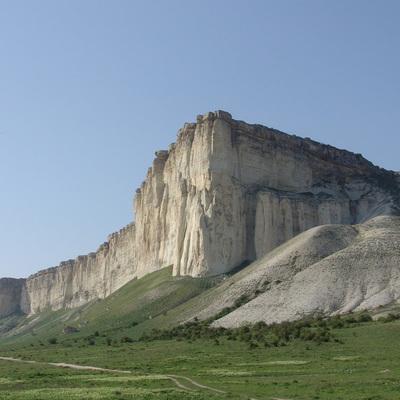 Туристка упала в горах Крыма с 40-метровой высоты и выжила
