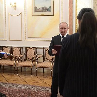 Путин вручил награды семьям сотрудников, погибших при ЧП под Северодвинском