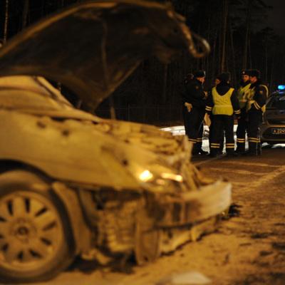 На севере Москвы автомобиль врезался в вестибюль станции МЦК