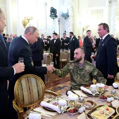 Путин на торжественном приеме по случаю Дня героев России поднял тост за страну и ее героев