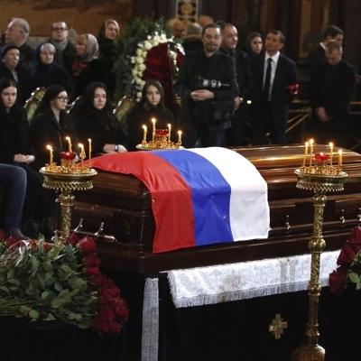 Похороны Юрия Лужкова завершились на Новодевичьем кладбище