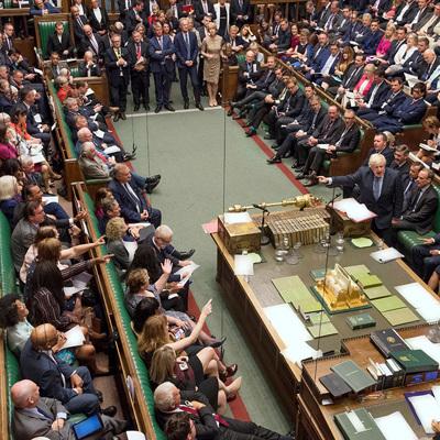 В Великобритании — огромные очереди из желающих проголосовать в Палату общин