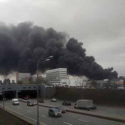 Пожарные ликвидировали открытое горение на складе на Варшавском шоссе на юге Москвы