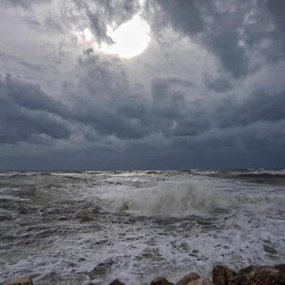 В департаменте Атлантические Пиренеи ввели максимальный уровень погодной опасности
