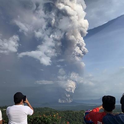Филиппины: 14 городов закрыты из-за извержения вулкана Тааль