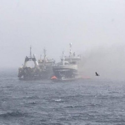 Взрыв произошел на горящем в Охотском море траулере
