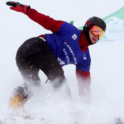 Российский сноубордист Дмитрий Логинов завоевал золото в Словении