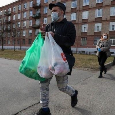 Путин ввел возможностьнаграждать волонтеров знаками отличия