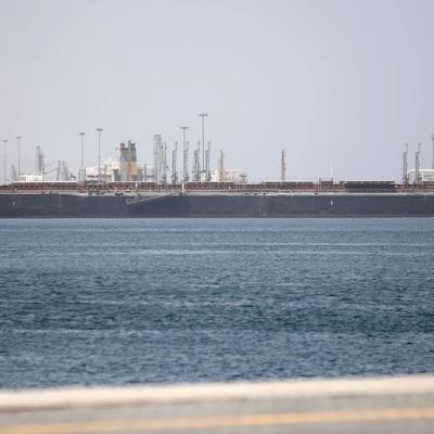 Сразу 4 танкера у берегов ОАЭ потеряли контроль над управлением