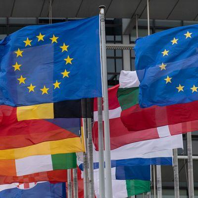 ЕС ослабит ограничения на поездки для своих граждан, вакцинированных от COVID-19