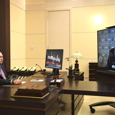 Путин высоко оценил работу мэра Москвы по стабилизации ситуации с коронавирусом
