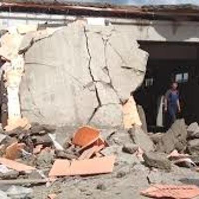 Площадь обрушения строящегося ТЦ в городе Зуевка составила 250 кв. метров