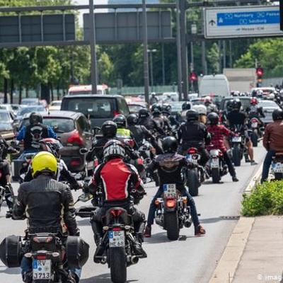 Тысячи байкеров протестуют в Германии против запрета езды по воскресеньям