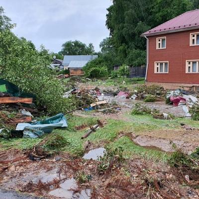 Губернатор Подмосковья пообещал компенсациюжителям Рузы, пострадавшим от наводнения