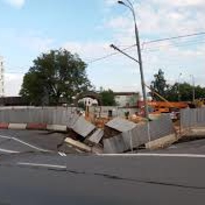 В связи с провалом грунта временно перекрыто движение на участке проспекта Маршала Жукова