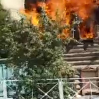 В Тюмени горит пожарная каланча началаXX века