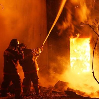 Двое взрослых и двое детей погибли при пожаре в Кировской области
