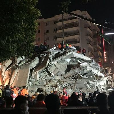 Число жертв землетрясения в Измире увеличилось до 79
