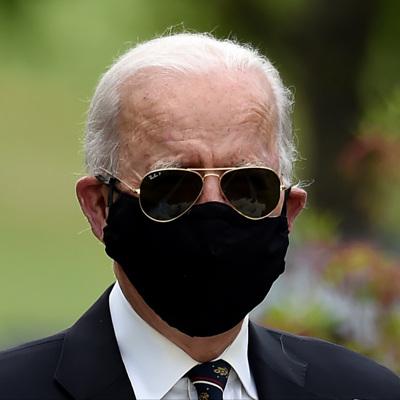 Байден планирует запустить программу по ношению масок американцами