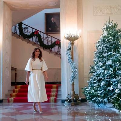 Мелания Трамп в понедельник показала украшенные к Рождеству залы Белого дома