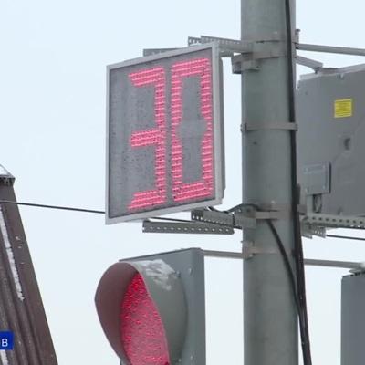 В России научили светофор распознавать лица и информировать о пробках