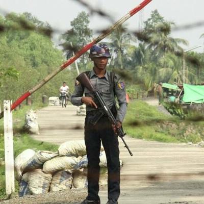 В Мьянме полиция начала стрелять боевыми патронами на акциях протеста