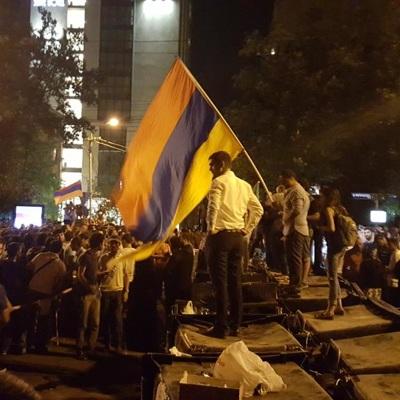 Ереван: Противники Пашиняна провели ночь в палаточном лагере