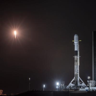 Ракета-носитель Falcon 9 вывела на орбиту корабль Crew Dragon