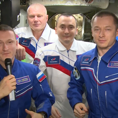 Экипаж МКС поздравил россиян с Днем космонавтики