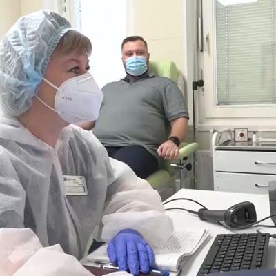 На страховые выплаты заразившимся ковидом медикам выделили еще 3 млрд рублей