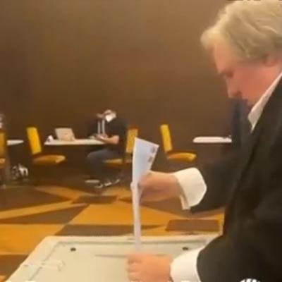 Депардье проголосовал на выборах в Госдуму в российском посольстве в Париже
