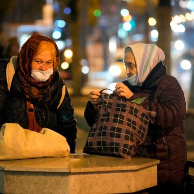 Власти Москвы назвали долю привитых от коронавируса пожилых людей