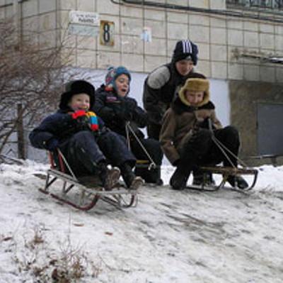 Прокуратура Москвы проверит снежные горки и прокатчиков санок и лыж