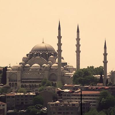 Турецкая полиция применила резиновые пули на несанкционированном гей-параде