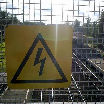 Энергетики восстановили электроснабжение домов, которые уцелели после пожара в Ростове-на-Дону