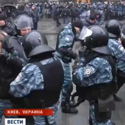 В столкновениях у Верховной Рады пострадали, как минимум, три человека