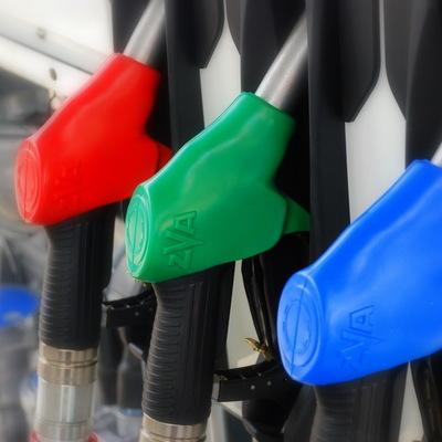 Больше половины АЗС в столичном регионе недоливают бензин