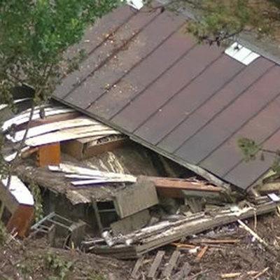 Сразу в нескольких регионах РФ устраняют последствия ливней и ураганного ветра