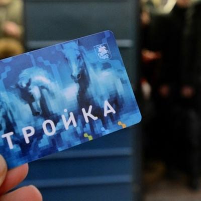 В московском метро в честь Дня России установили флаг из проездных билетов