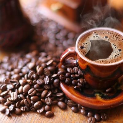 Кофеин снижает массу тела путём подавления аппетита и увеличения расходов энергии на обмен веществ
