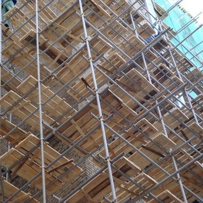 На стройке элитного дома в центре Москвы рухнула облицовочная плита