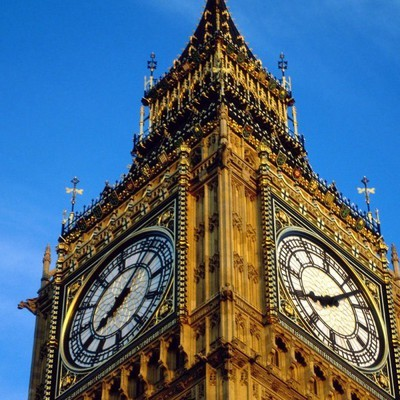 В Лондоне на парламентской площади собрались люди, чтобы в последний раз услышать Биг-Бен