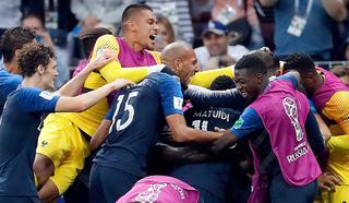 """Футболисты Франции выиграли сумасшедший финал в """"Лужниках"""""""