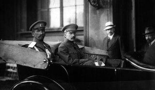 Генерал Л. Г. Корнилов и Б. В. Савинков; Петроград, 1917 год.