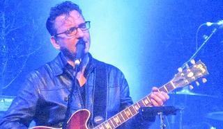 Ричард Хаули (Richard Hawley), британский гитарист и автор-исполнитель.